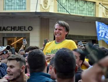 Bolsonaro recebe delegado que investiga atentado à faca