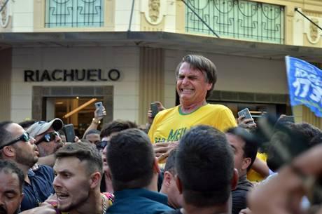 Bolsonaro recebe delegado...
