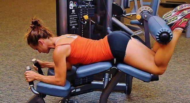Mesa flexora: Entenda o exercício e execução correta